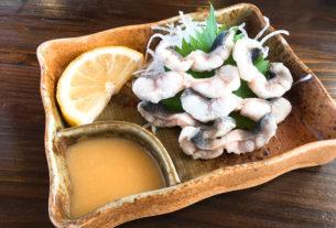 大分縣日田的河邊鹽烤鮎魚。やな場茶屋ー鮎の塩焼き