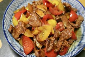 【 阿霏食尚花園 | 食譜】特製椒麻梅花肉排炒甜椒 享受營養美味皆滿分