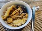 【老摸與蛙董的面面 |食譜】菇菇黑麻油雞飯